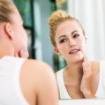 乾燥肌に化粧水が痛い!ヒリヒリしみる時におすすめの使い方は?