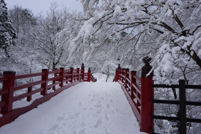 雪道で滑らない歩き方は?凍結路でも転倒しない靴とコツ!