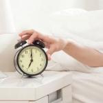 二度寝防止グッズで起きれないを解消! 寝坊で遅刻しない方法